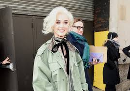katy perry rocks a new hairstyle just days after grammy blonde
