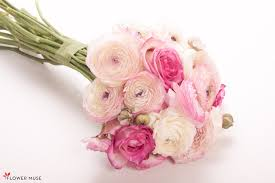 ranunculus bouquet diy bouquet recipe pink roses sfumato ranunculus flower muse