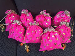 Traditional Indian Wedding Favors 17 Best Indian Wedding Favors Images On Pinterest Indian Wedding