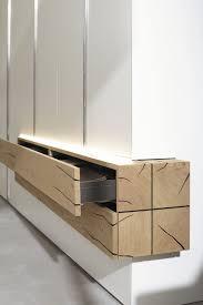moderner kleiderschrank lackiertes holz massivholz falttüren