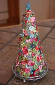 easy to make tree ornaments crafted with buttons would your
