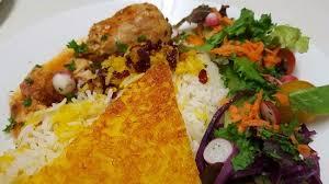 cuisine au safran zereshk polo riz aux épines vinettes accompagné de poulet au