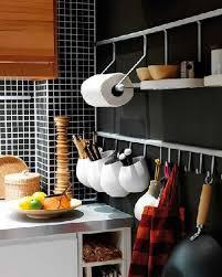 barre de cuisine astuce rangement cuisine avec barre inox et crochets