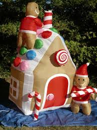 Christmas Yard Decorations Animated by Best 25 Inflatable Christmas Decorations Ideas On Pinterest