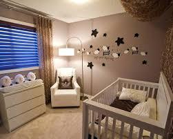 chambre bebe decoration deco murale chambre enfant montagnes bleues sur un mur avec un