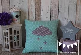 coussin chambre bébé chambre bebe garcon bleu gris coussin toile moutarde bébé fille
