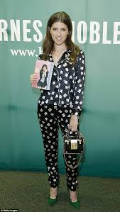 Barnes And Noble Book Signings Nyc Anna Kendrick Keeps It Comfortable For Book Signing In Nyc Daily