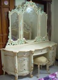 Antique Vanity Sets For Bedrooms White Antique Vanity Dressing Table With Triple Mirror 475 00