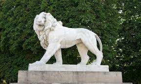 marble lion file lion jardin luxembourg jpg wikimedia commons