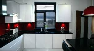 cuisine blanche ouverte sur salon idee de cuisine deco mur de cuisine cuisine blanche avec plan de
