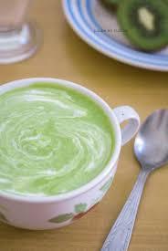 cuisiner le brocolis frais recette de velouté de brocoli petits pois et crème de noix de coco