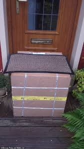 David Low The Doormat Scottish Man U0027s Parcel Left In The Street By Fedex Daily Mail Online