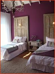 chambre des chambre aubergine et blanc chambre des metiers la valette unique