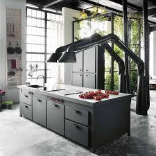 cuisine avec piano de cuisson cuisine équipée moderne et tendance côté maison