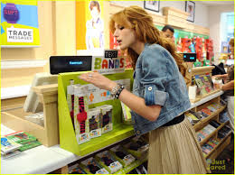 halloween stores culver city bella thorne poison ivy for halloween photo 498994 photo