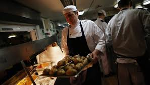 chef de cuisine salary the average salary of a cruise line chef bizfluent