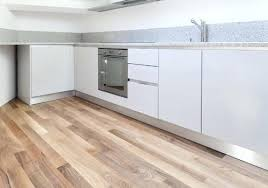 parquet flottant cuisine parquet special cuisine le bois a lhonneur dans cette cuisine