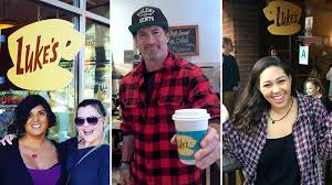 gilmore girls thanksgiving episodes gilmore girls u0027 fans have best time ever as coffee shops re create