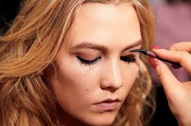 how to groom and fill in your eyebrows glamour
