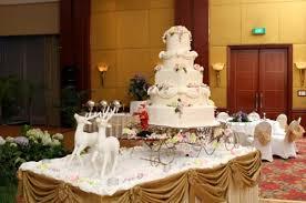 big wedding cakes watering winter wedding cakes