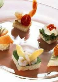 canapé saumon canapés au saumon fumé aux crevettes au caviar et au fromage frais