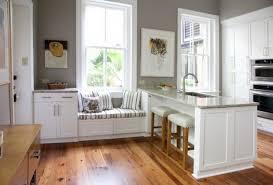 cuisine sur parquet cuisine blanche avec parquet au sol ideeco
