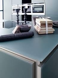 plan de travail cuisine en verre revêtements muraux crédence plan de travail électroménager le