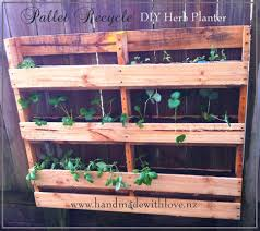 diy space saving vertical pallet herb planter u2022 pallet ideas