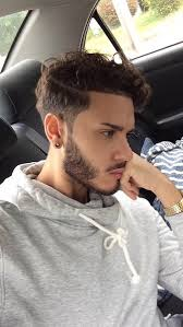 hair style that is popular for 2105 5 awesome hairstyles for men with wavy hair hairiz