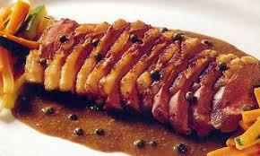 cuisiner aiguillettes de canard recette d aiguillettes de canard au poivre vert facile et