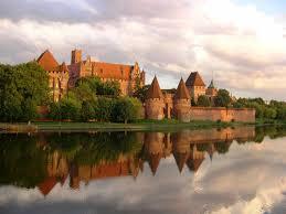 top 10 beautiful castles built around the world