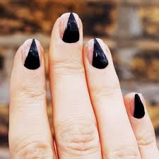 cute halloween nails 6 easy halloween nail ideas glamour