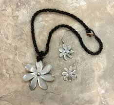 wholesale shell necklace images Mop flower with pearl shell necklace gif