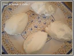 cuisiner blanc d oeuf îles flottantes caramélisées avec blancs en neige cuits au micro