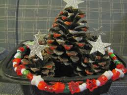 a real housewife christmas crafts pinecone christmas trees and
