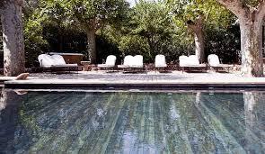 chambres d hotes de charme bourgogne les jardins et la piscine chauffée des chambres d hotes au luc en