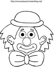 Coloriage Un clown porte un noeud dessin gratuit à imprimer