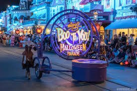 halloween horror nights ucf horror vs boo which theme park delivered the best halloween