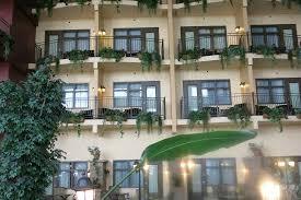 h el avec dans la chambre chambres chanceuses avec balcon photo de hotel ambassadeur