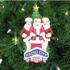 santa and the radio city rockettes kick the season