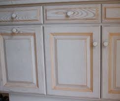 r駸ine pour meuble de cuisine charmant peindre un buffet en bois 14 meuble basque repeint
