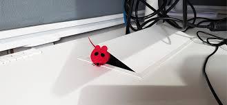 cachee bureau une souris se cache certainement dans vos bureaux