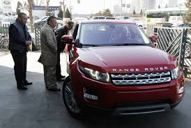range rover rose gold land rover sues chinese automaker over evoque copycat