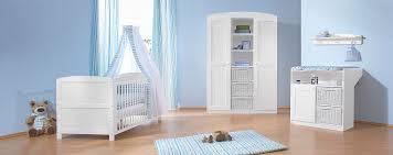 chambre pour bebe complete une chambre bébé blanc bleu pour un aspect convivial