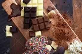 cuisiner cru cuisiner avec chocolat concept avec chocolat ingrédients sur cru