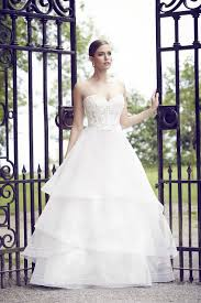 a frame wedding dress buying a wedding gown for your shape banana blanca