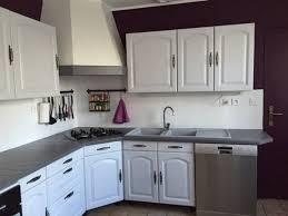 cuisine en chene repeinte cuisine repeinte en blanc ment moderniser une cuisine rustique