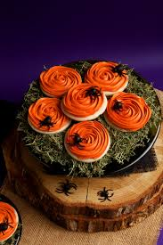 Spooky Halloween Cake Spooky Rose Cookies With Creepy Fondant Spiders The Bearfoot Baker