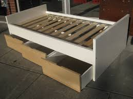 Building Platform Bed With Storage Drawers by Best 25 Twin Storage Bed Ideas On Pinterest Diy Storage Bed