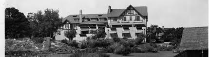 the history of the oak bay beach hotel in victoria bc